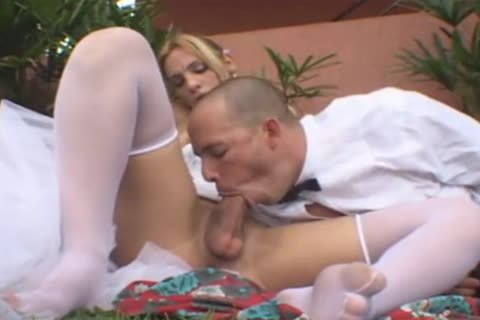 tranny Bride fucks Outdoor
