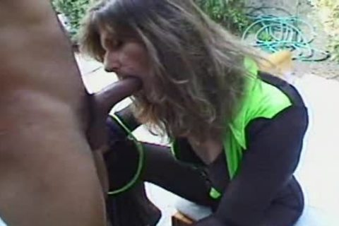 This whore loves 10-Pounder anal three
