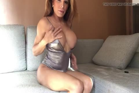Vanessa Jhons - Playing In My Living Room