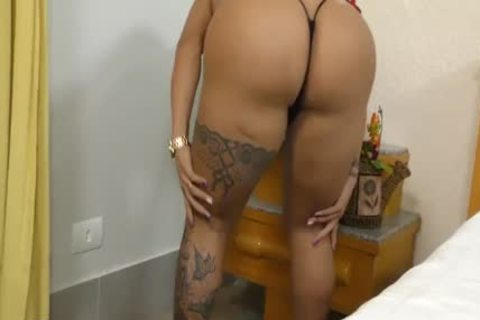 Tattooed shemale Isabelle Ferreira Peels Off Her raiment And bonks A males booty