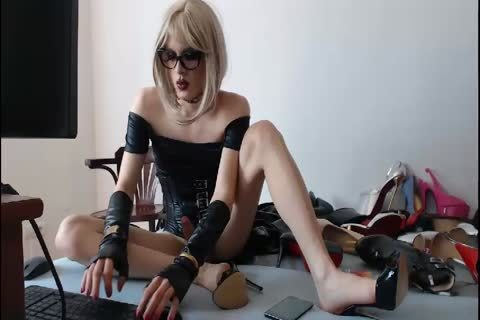 blonde Crossdresser Fetish