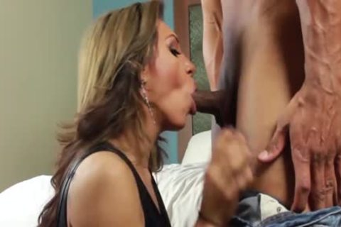 Luscious Jessy Dubai Fills Her shemale butthole With ramrod