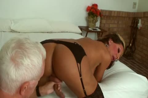 Ariel Everitts - wild Clits - delicious Sex With A ladyboy