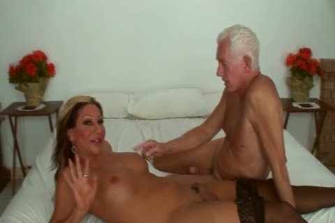 Ariel Everitts - beautiful Clits - filthy Sex With A ladyboy