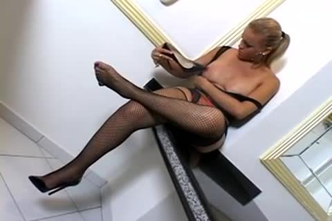 blonde TS chick In hoety lingerie