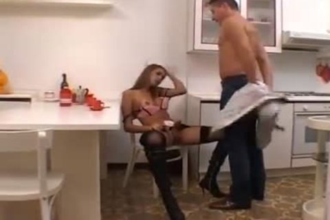 juicy Sex With cutie In The Kitchen